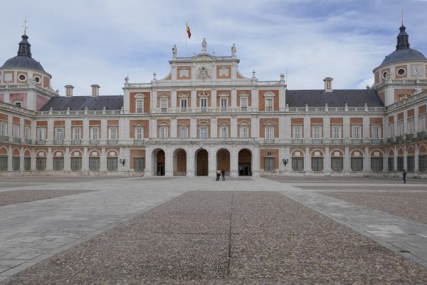 Near our B & B Los Mofletes lies the impressive palace of Aranjuez with its beautiful gardens, which are provided with water by the rivers Tagus and Jarama.