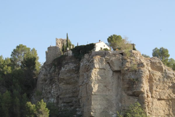 The historic Casasola castle, located along the left hand bank of the Tajuña, near by our Bed & Breakfast Los Mofletes.