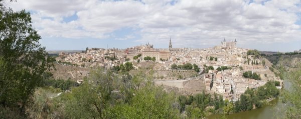 Toledo with its large cathedral, the second richest Catholic building in the world. The beautiful old town offers many more sights.